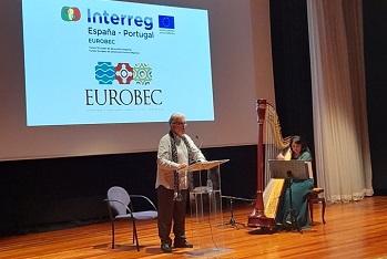 Recital reuniu poesia e harpa em palco